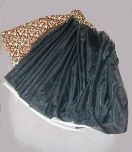 Budoucí spodnička pod půlkolovou sukni